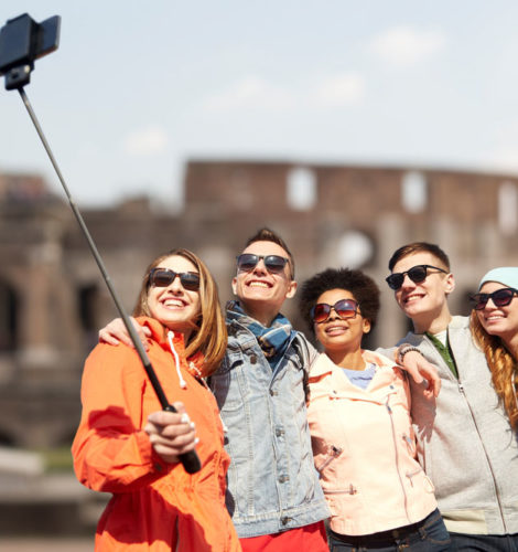 Group-photo-at-the-coliseum-ruins-in-rome_1