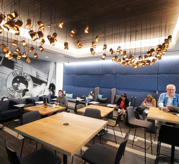 IMG-Alaska-Airlines-Lounge-Seattle-bar-seating-area